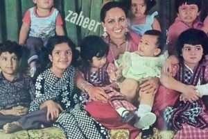 Flashback Friday: Hrithik, Twinkle, other star kids unrecognisable as they surround Reena Roy