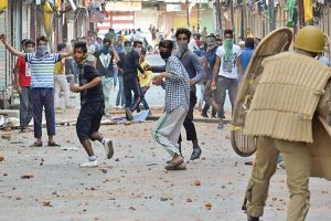 Incidents of stone pelting reduce in Kashmir