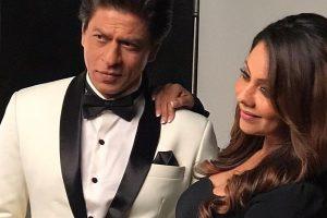 Shah Rukh Khan and Gauri make their selfie debut