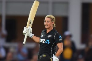 New Zealand women save whitewash against England