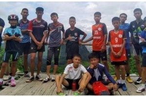 Football coach of Thai boys in cave offers apology to their parents: Navy