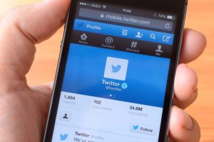 Twitter kills 143,000 apps, charts new rules for developers