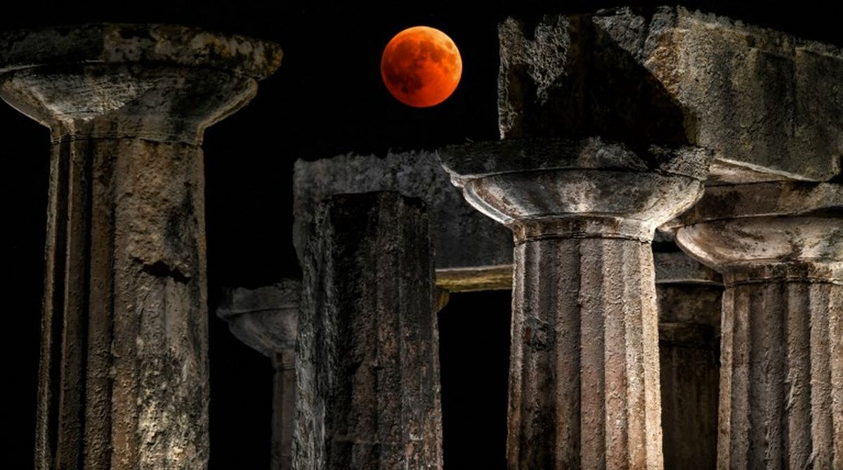 Lunar eclipse: Blood moon as seen from around the world