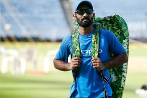 Twitterati ask Dinesh Karthik to retire after he refuses single to Krunal Pandya & India lose