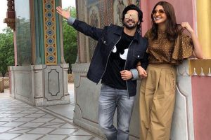 Anushka Sharma, Varun Dhawan sharing Sui Dhaaga memes is way too cool