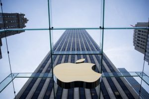 Apple first US company to hit $1 trillion-mark