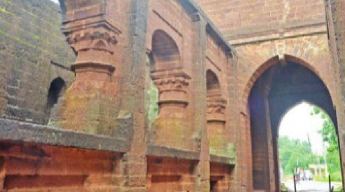 Bishnupur royal dynasty, Bishnupur gateways, Garh Darwaza,Burra Pathhar Darwaza,Veer Hambir, Mallya dynasty