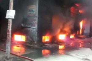 Massive fire breaks out in Delhi plastic factory