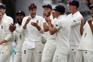 India vs England: Chris Woakes takes three to deny India good start