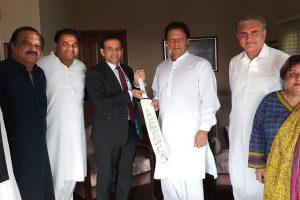 Imran Khan raises Kashmir during meeting with Indian envoy