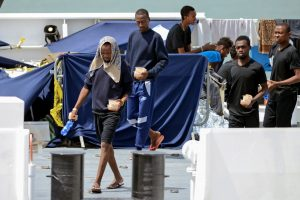 Italy threatens to pull EU funds over migrant boat crisis