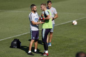 Barcelona news | Blaugrana custodian suffers rib injury in training