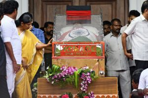 Madras High Court grants permission to bury Karunanidhi on Marina beach