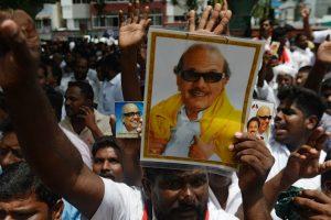 Karunanidhi burial row: DMK cadres go on rampage, High Court to hear plea tonight