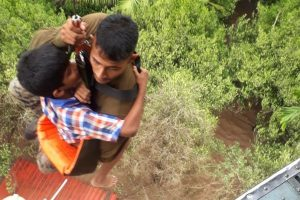Kerala floods: These videos of air rescue operations will give you goosebumps
