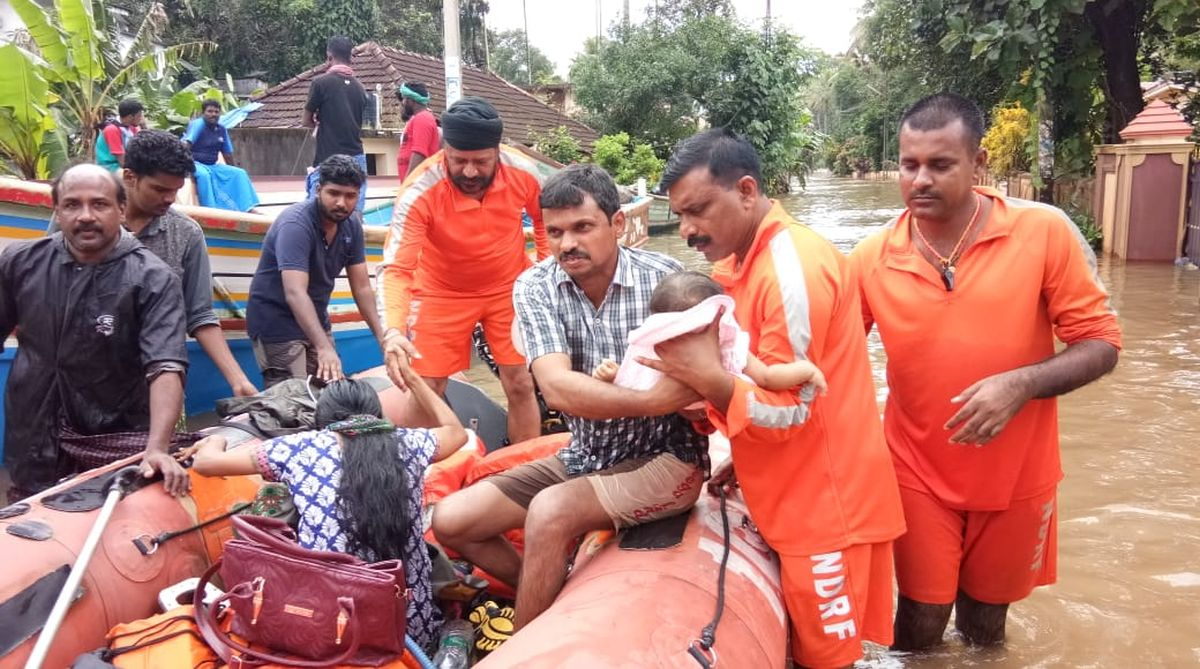 National Disaster Response Force (NDRF) team during the evacuation of stranded people through a flood that has already killed more than 350 people. (Photo: Twitter)