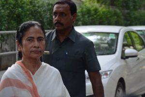 Mamata Banerjee meets Rahul, Sonia Gandhi in attempt to build anti-BJP front