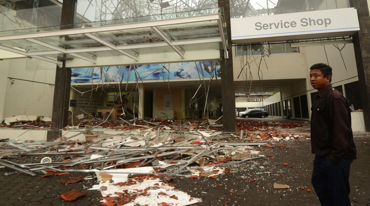82 Killed In Powerful Indonesia Earthquake Hundreds Injured