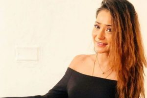 Sara Khan hospitalized in Dubai for food poisoning