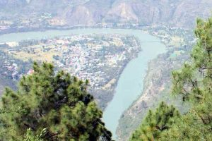 Himachal dragsfeet on Satluj hydro project