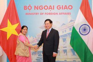 India supports responsible, transparent lending practices: Sushma Swaraj in Hanoi