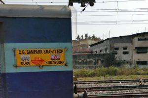 1 killed, 4 injured as train hits 6 men at Kosi Kalan railway station in UP