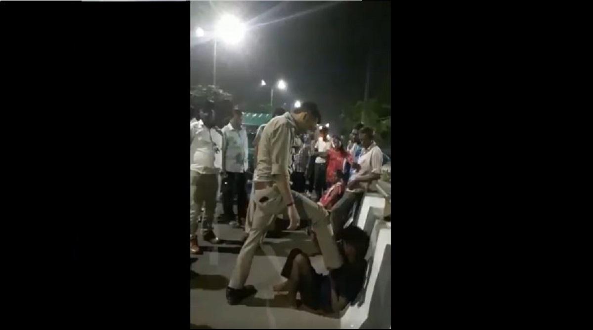 Uttar Pradesh, Police cop, Video, Rickshaw-driver