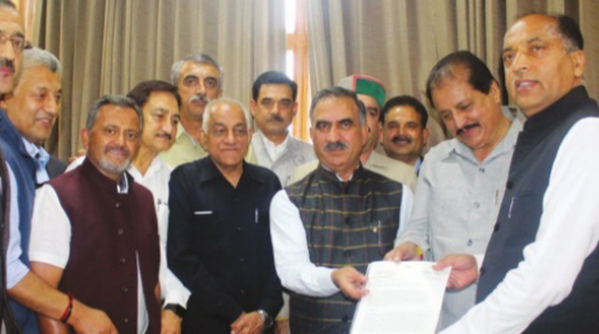 Congress states president Sukhvinder Singh Sukhu with other party leaders giving memorandum to Chief Minister Jai Ram Thakur Tuesday. (Photo: SNS)