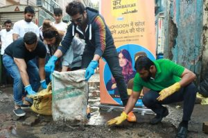 RJs in Mumbai fill potholes under 'Kar Mumbaikar' initiative