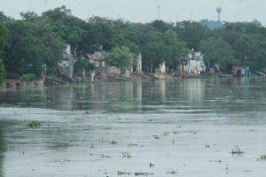 Rain lashes Delhi, NCR