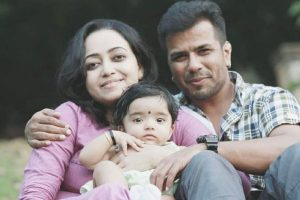 Singer-violinist Balabhaskar, wife critical after car accident, 2-year-old daughter dies