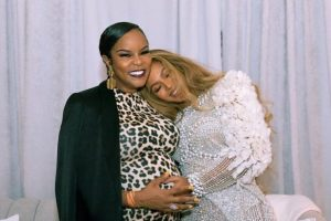 Destiny's Child reunion of sorts as Beyonce poses with Le Toya Luckett