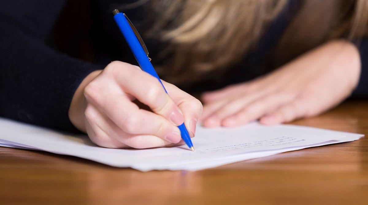 1 in 7 college students pay people to write essays