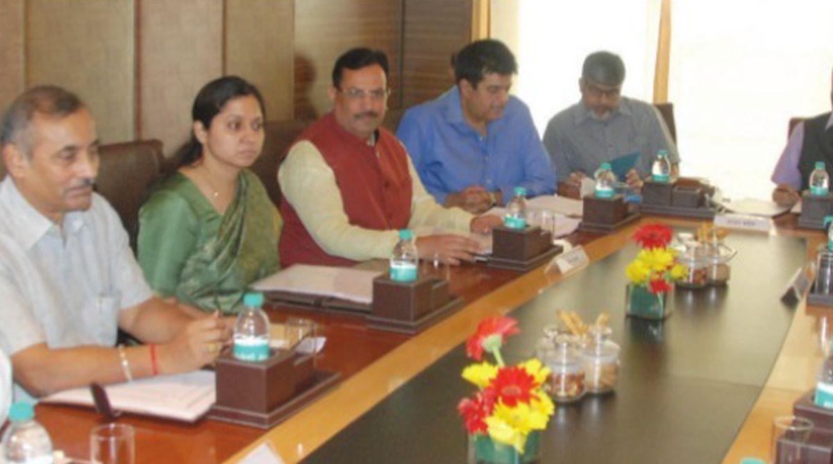 VAT, diesel, petrol, Abhimanyu,Manish Sisodia,Manpreet Singh Badal, oil prices, BJP