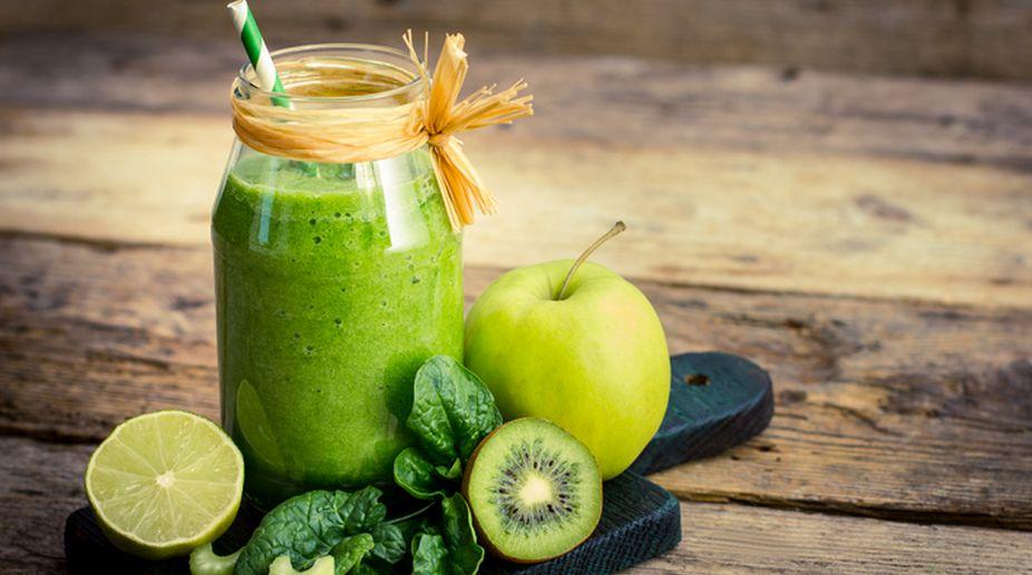 Green Kiwifruit and Apple Smoothie