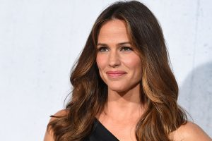 Jennifer Garner watches 'Peppermint' with fans