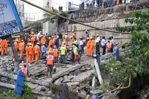 Majerhat bridge collapse | Toll 3, NDRF calls off rescue operation