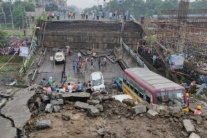 Kolkata: Majerhat Bridge collapses | Many feared trapped; rail, traffic hit