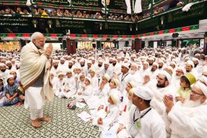 PM Modi visits Indore's Saifee Mosque, praises Dawoodi Bohra community
