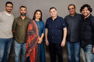 Rishi Kapoor, Juhi Chawla to reteam for family comedy