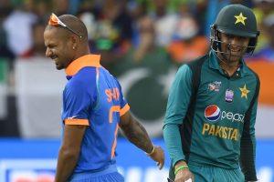 Watch: 'Jiju' Shoaib Malik acknowledge Indian fans during India-Pakistan clash