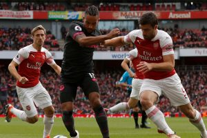 Arsenal vs Everton: Gunners suffer injury blow as defender limps off
