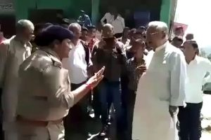 Brave female police inspector teach lesson to rough politician in Uttarakhand