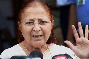 Lok Sabha Speaker Sumitra Mahajan visits Parrikar at AIIMS