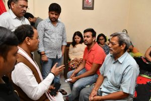 Apple techie killing: UP Deputy CM meets Vivek Tiwari's family, assures justice