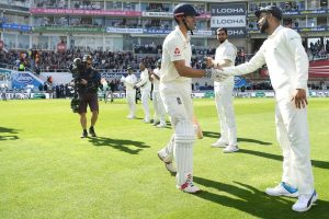 Watch | Alastair Cook gets guard of honour from Indian team, Oval applauds