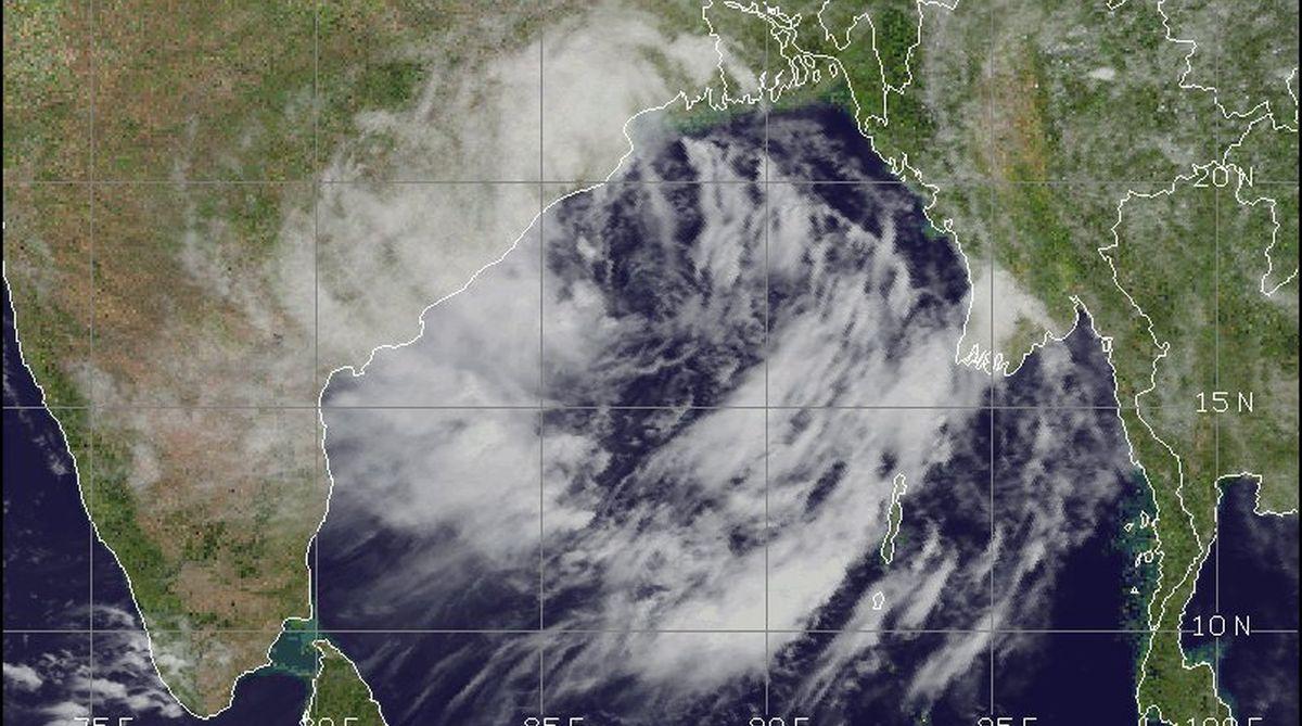 cyclone to hit odisha andhra pradesh coast tonight imd