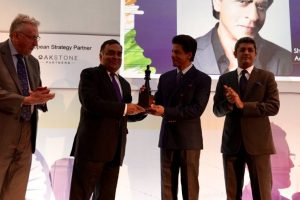 In Pictures| Shah Rukh Khan honoured with 'Game Changer' Award at Business Summit in London