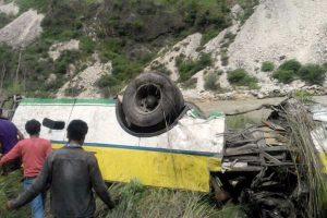 10 dead, 15 injured as minibus falls down 200-feet-deep gorge in J-K