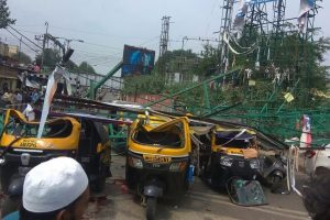 4 dead, 5 injured as 40-feet hoarding collapses on vehicles in Pune